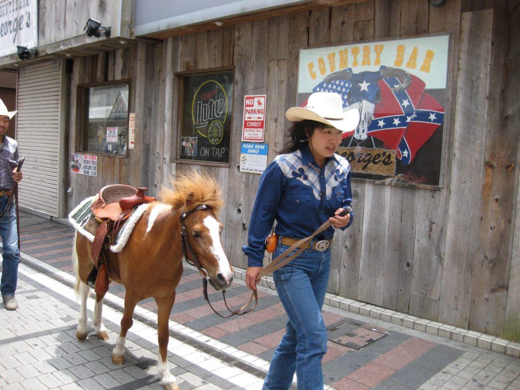 場内をお散歩!ポニー乗馬体験